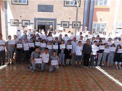 Grades 5-7 Students Receive Supplementary Reader Certificates
