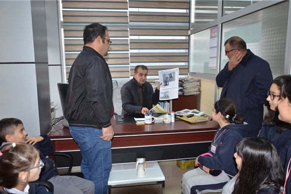 Sardam Students Visit Evro Newspaper Station