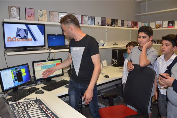 Sardam Students Visit WAAR Radio Station