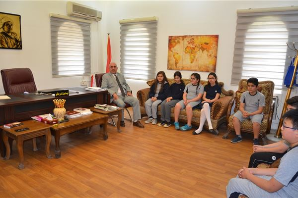 Grade 4 & 5 Students at Sardam International School Visit Baderkhan Library